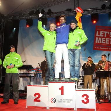 Wir können mehr als nur Bank - Siegerehrung beim UniCredit Skimeeting