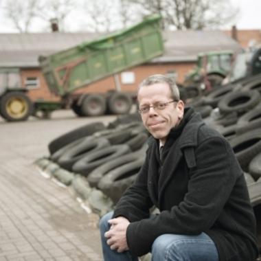 Mit Schlips und Gummistiefeln zum Kunden: Hartmut Seemann, Landwirtschaftlicher Berater.