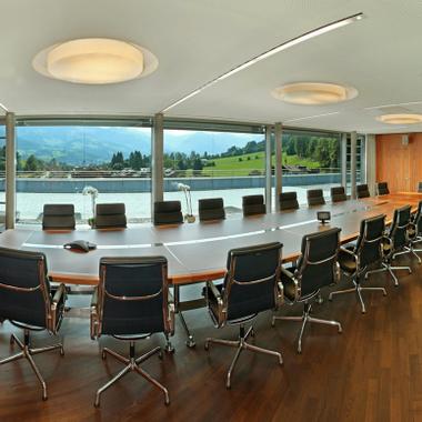 Ein traumhafter Ausblick ist überall in der Zentrale garantiert, auch in den Besprechungs- und Seminarräumen