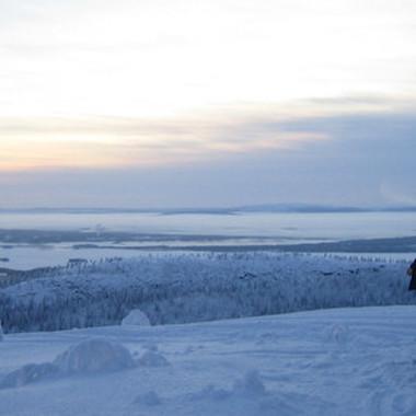 Ein Entwicklungsingenieur auf Erprobungsfahrten im idyllischen Schweden.