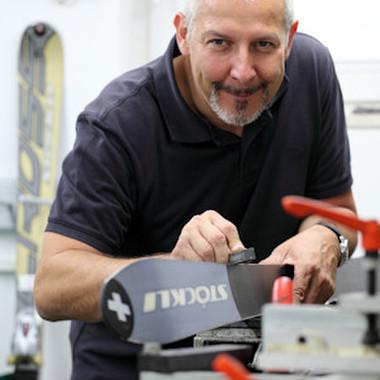 Joachim Ramacher ist seit 2002 bei manu dextra. Als Getriebekonstrukteur und passionierter Skifahrer weiß er, dass nur durch Präzision Höchstleistungen möglich sind.