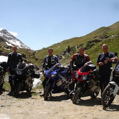 Auf der manu dextra-Motorradtour ging es vier Tage über die schönsten Pässe der Alpen.