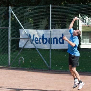 Tennis spielen war ebenfalls eine wichtige Disziplin der VERBUND-Sporttage