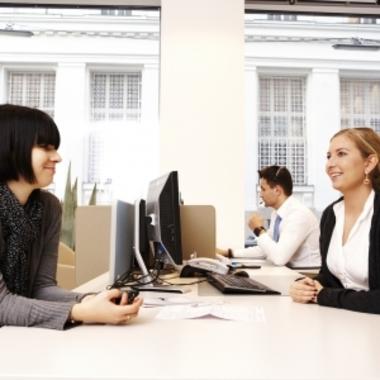 Service-Mitarbeiterinnen und Mitarbeiter stehen unseren Kunden gerne für alle Fragen zur Verfügung