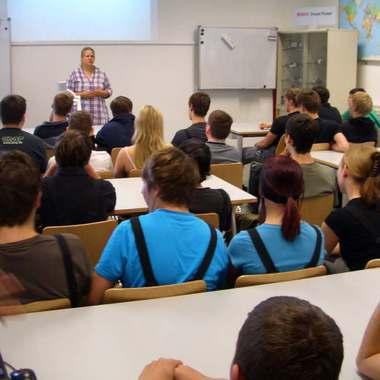 Lehrlingsaustausch zwischen den Bosch-Standorten in Österreich. Im Bild: Vortrag am Bosch-Standort Hallein, wo die größte (technisch-gewerbliche) Lehrlingswerkstatt von Bosch in Österreich stationiert ist.