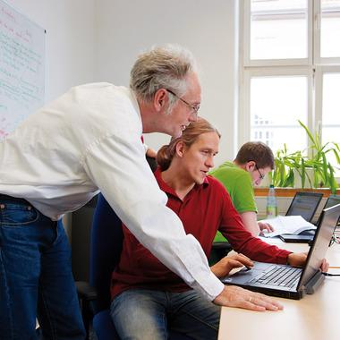 Von erfahrenen Kollegen lernen - und sich selbst zum Experten weiterqualifizieren