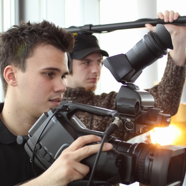 Für die Produktion von Unternehmensvideos gibt es bei Euroweb eine eigene Videoabteilung mit ausgebildeten Videojournalisten.