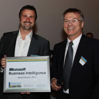 Unser Geschäftsführer Wolfgang Ennikl (li.) bei der Verleihung des BI Awards