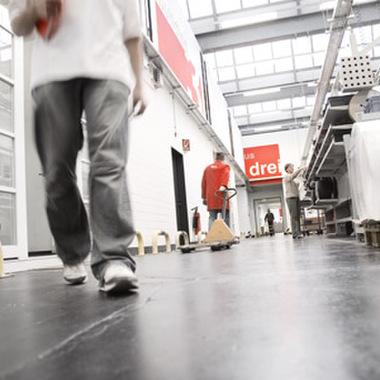 Produktionshalle der Firmenzentrale in Hamburg
