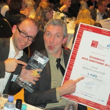 Unsere beiden Geschäftsführer freuen sich über den tollen Erfolg bei der Great Place to Work Verleihung in Wien.