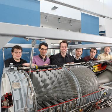 Sechs von über 40 FERCHAU-IT-Consultants bei der MTU Aero Engines GmbH