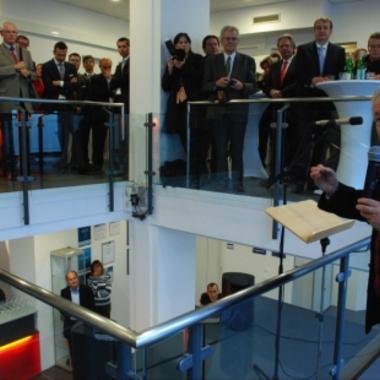 LH a.D. Dr. Josef Pühringer bei der Standorteröffnung von CGM Clinical 2011.