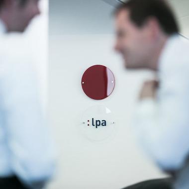 LPA steht für Lucht Probst Associates GmbH.
