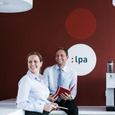 Unser Loungebereich mit Kaffebar steht jedem Mitarbeiter zur freien Verfügung.