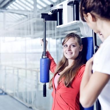 """Zusätzlich zu zahlreichen Sportangeboten gibt es bei uns das  Fitness- und Gesundheitsstudio """"MUCibude""""."""