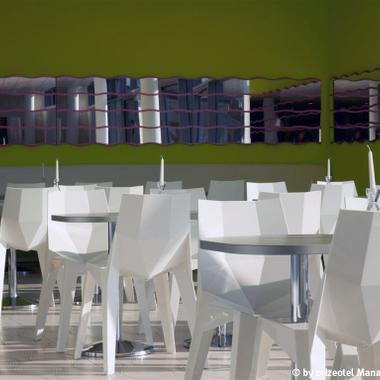 Frühstücksraum mit Designerstühlen