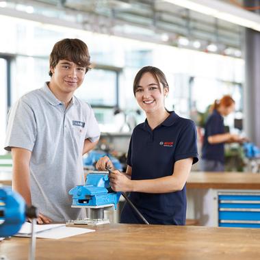 Verschiedene Ausbildungen im technischen und kaufmännischen Bereich bieten Schulabgängern tolle Perspektiven.