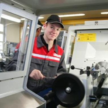 Eine qualifizierte Ausbildung im Beruf Metalltechnik Hauptmodul Maschinenbautechnik ist eine weitere Möglichkeit, seine Berufskarriere in der Lehrwerkstätte am Standort Gmunden zu starten.