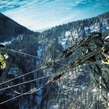 Laufende Wartungsarbeiten an unseren Stromnetzen garantieren die Versorgungssicherheit für unsere Kunden.