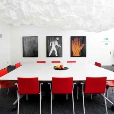 Ein inspirierendes Umfeld fördert die Kreativität in Meetings.