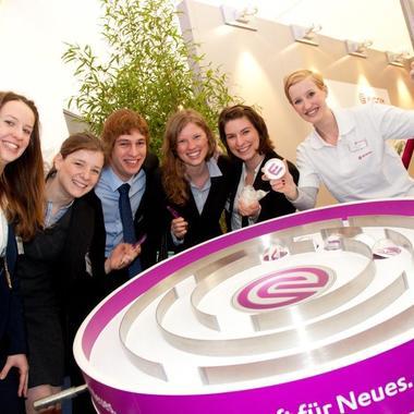 Fröhliche Stimmung bei interaktiven Spielen auf dem World Business Dialogue in Köln.