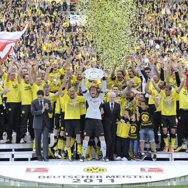Evonik und Borussia Dortmund sind eine Traumkombination in der Fußball-Bundesliga. Als Hauptsponsor stehen wir seit der Saison 2007/08 mit großer Leidenschaft hinter dem BVB.