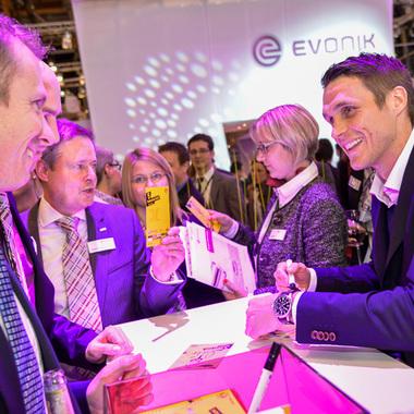 Autogrammstunde mit Sebastian Kehl auf der European Coatings Show in Nürnberg.