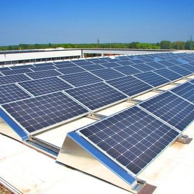 Solarzellenanlage auf dem Dach der Bürogebäude Käferweg