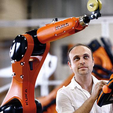 Unser IT-Consultant bei FERCHAU Augsburg, entwickelt die neue Generation der Robotersteuerung. Ganz im Trend: für ein Touchpad.