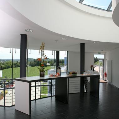 Unser Stammsitz in Bretten - modernes Gebäude in schöner Umgebung