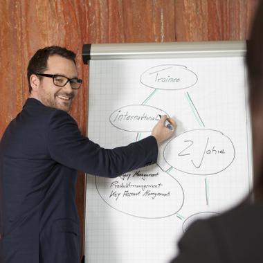 Unser Nestlé Mitarbeiter Michael Edelmann  bei einer Teampräsentation