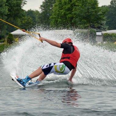 Arbeitskreis Sport: Wasserski und Wakeboarden für Sick Mitarbeiter
