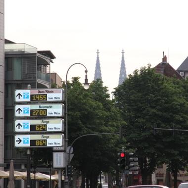 Zentrale Lage des deutschen Büros mit Blick auf den Kölner Dom