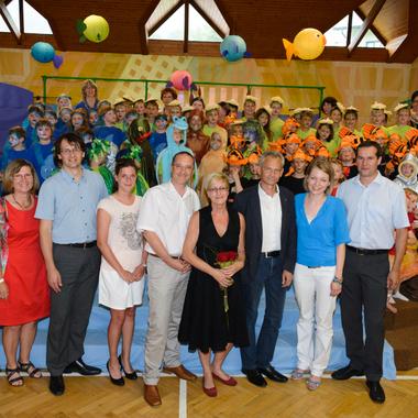 """Quelle Österreich & Deutschland unterstützt das Projekt des Lebensministeriums """"Wasser ist Leben"""" und besucht die Musicalaufführung """"Die Müllhexe Rosalie und das Element Wasser"""""""
