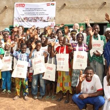 Otto Österreich besucht das Schulprojekt in Burkina Faso