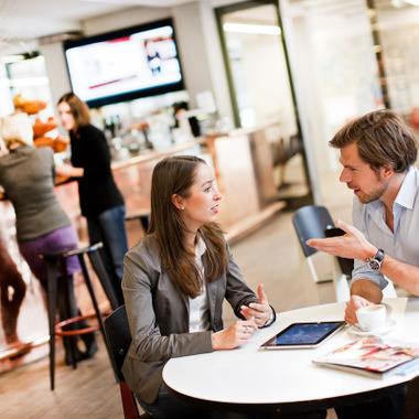 Netzwerken in der Münchner Burda Bar.