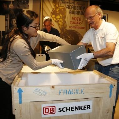 Transport der Oscars in das Frankfurter Filmmuseum