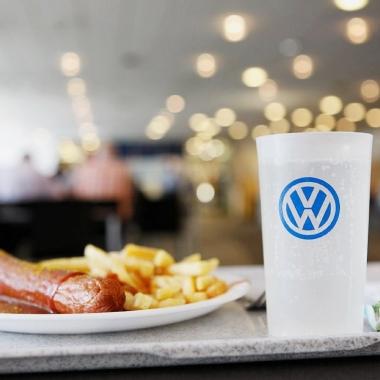 Legendär und beliebt. Die hauseigene Volkswagen Currywurst.