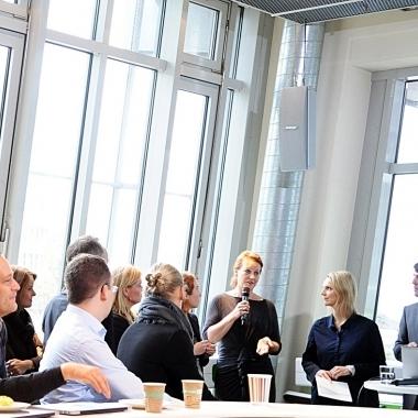 Bei Croissants und Kaffee werden den G+J'lern regelmäßig neue Produkte oder Abteilungen vorgestellt