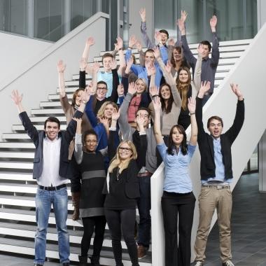 Wir sind die Zukunft! Exzellente Ausbildung oder duale Studienprogramme: Starten Sie nach der Schule bei uns!