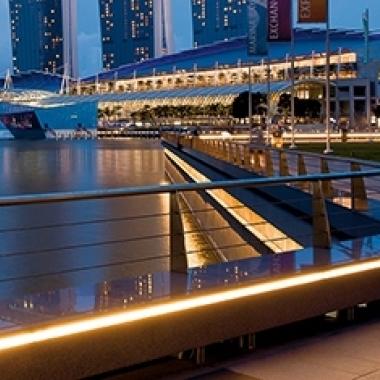 Marina Bay Promenade, Singapur: Illustration des Piers mit Insta-Leuchten.
