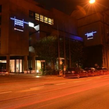 Gebäude Lehel bei Nacht