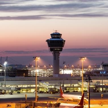 Der Flughafen München ist eine Erfolgsgeschichte seit mehr als 20 Jahren. Dynamisches Wachstum, starke Partnerschaften, Innovationen: Das M ist einzigartig, als Flughafen, als Unternehmen und als Arbeitgeber. Werden auch Sie ein Teil der Erfolgsgeschichte und gestalten Sie mit uns zusammen die Zukunft.
