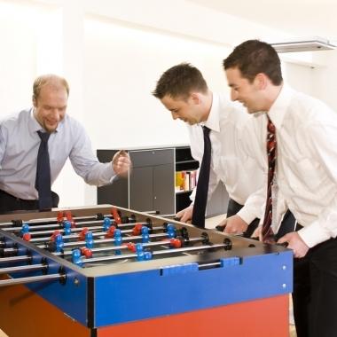 Wir sind ein junges, hoch motiviertes Team und kombinieren ausgezeichnetes technisches Know-How mit tiefer Branchenkenntnis.