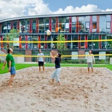 Bleib fit! Beachvolleyball bei Miltenyi Biotec.