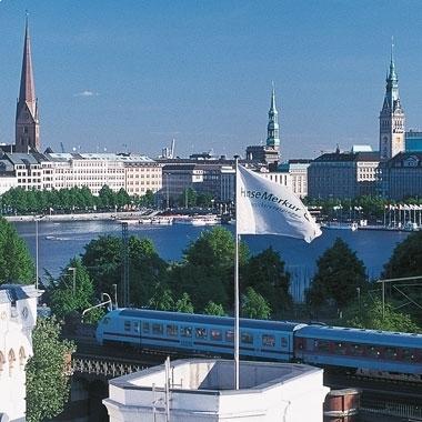 Der Sitz der HanseMerkur in Hamburg - direkt an der Alster