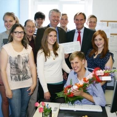 Sozial engagiert: Lecos unterstützt karitative Vereine und Organisationen in vielfältiger Weise. Bei der  Technikübergabe an den Stadtschülerrat war auch Leipzigs Oberbürgermeister Burkhard Jung anwesend.