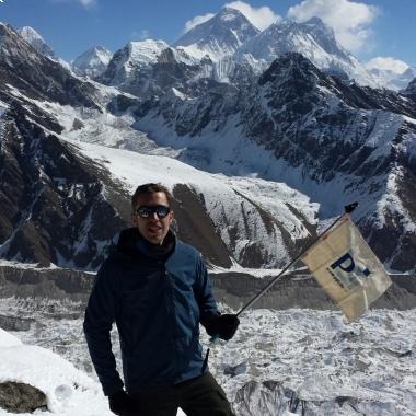Ein Kollege beim Bergsteigen auf dem Mount Everest