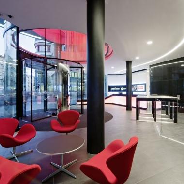 Der Empfangsbereich wurde 2013 neu gestaltet. © Hertha Hurnaus