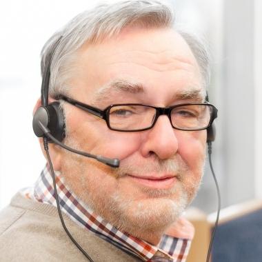 Detlef M. ist seit 4 Jahren bei KiKxxl. Für einen Online-Auftragsvermittler von Handwerksdienstleistungen betreut er bei KiKxxl die Handwerker, richtet Online-Profile ein, unterstützt bei der Beantwortung von Ausschreibungen und sorgt durch eine kompetente Beratung dafür, dass der Handwerker auf der Online-Plattform erfolgreich sein kann.